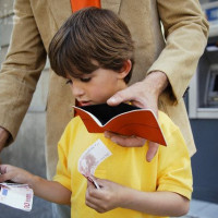 Возрастные рамки при назначении и выплате алиментов на детей
