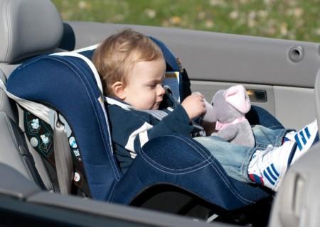 как перевозить маленьких детей