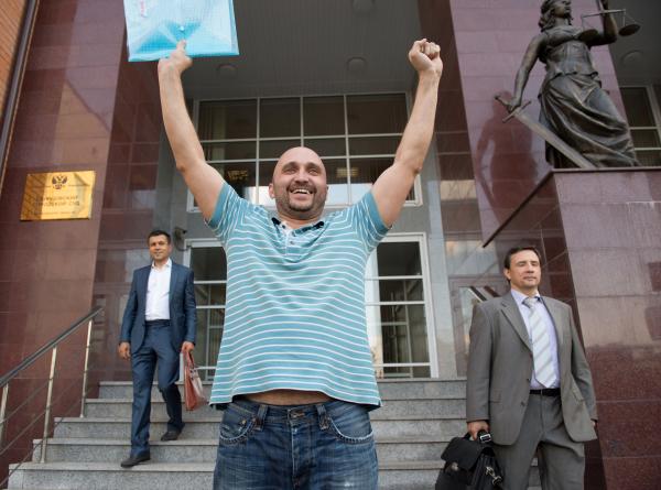 освобождение в зале суда